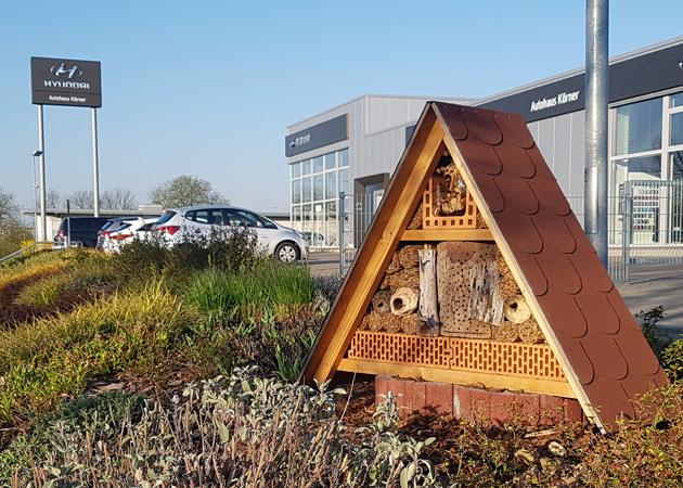 Insektenhotel im Autohaus Körner